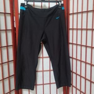 Nike Dri-Fit cropped workout out pants